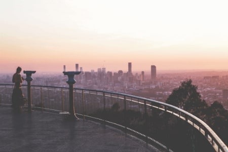 A beautiful sighting point outside of Brisbane showing the cities skyline during sunset.